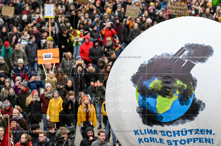 GERMANY, Hamburg city, Fridays for future movement, Save the Climate rally with 30.000 protesters for climate protection / DEUTSCHLAND, Hamburg, Fridays-for future Bewegung, Demo fuer Klimaschutz, Kohleausstieg, 21.2.2020