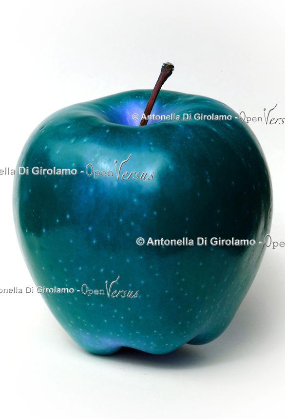 Modificazione genetica di una mela Genetic modification of apple...