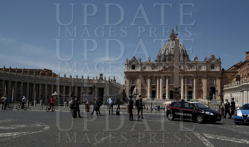 People stand for a while outside the square after Pope Francis delivers his blessing from the window of the Apostolic palace overlooking an empty St Peter' Square, after his live-streamed Angelus prayer on May 10, 2020 at the Vatican. St Peter' square is closed off to the public due to the novel coronavirus, COVID-19, pandemic.<br /> UPDATE IMAGES PRESS/Isabella Bonotto<br /> <br /> STRICTLY ONLY FOR EDITORIAL USE