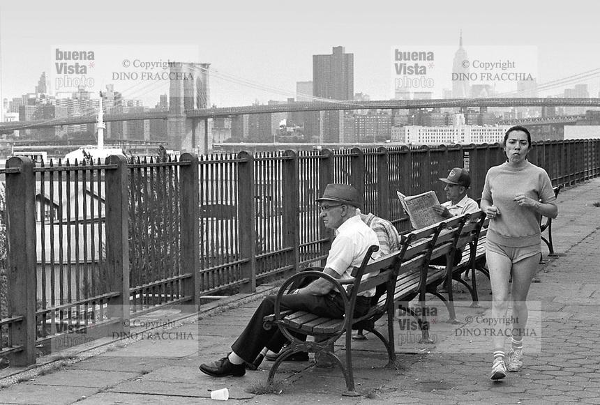 - New York, Brooklyn, East River riverside....- New York, Brooklyn, lungofiume dell East River....