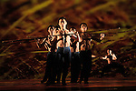 RICEconcept & chorégraphie : Lin Hwai-minmusique : Hakka chansons traditionnelles,  Liang Chun-Mei tambour, Monochrome II de Ishii Maki joué par Ondekoza, Casta Diva extrait de Norma de Vincenzo Bellini, Le Rossignol et la Rose de Camille Saint-Saëns, Symphonie n°3 en ré mineur, quatrième mouvement de Gustav Mahlerdécor : Lin Keh-hua lumières : Lulu W.L. Leeprojection : Ethan Wang vidéo : Chang Hao-ja (Howell) costumes & réalisation : Ann Yu-Chien, Li-Ting Huang & le Département de la mode de la Shih Chien Universityavec 24 danseurs Compagnie : Cloud Gate Dance Theatre of TaïwanCadre : Date : 20/04/2016Lieu : Théâtre de la VilleVille : Paris© Laurent Paillier / photosdedanse.com