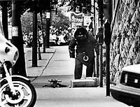 Fausse alerte a la bombe, 26 septembre 1989, sur le Boulevard Saint-Laurent  <br /> <br /> PHOTO : Pierre Roussel -  Agence Quebec Presse