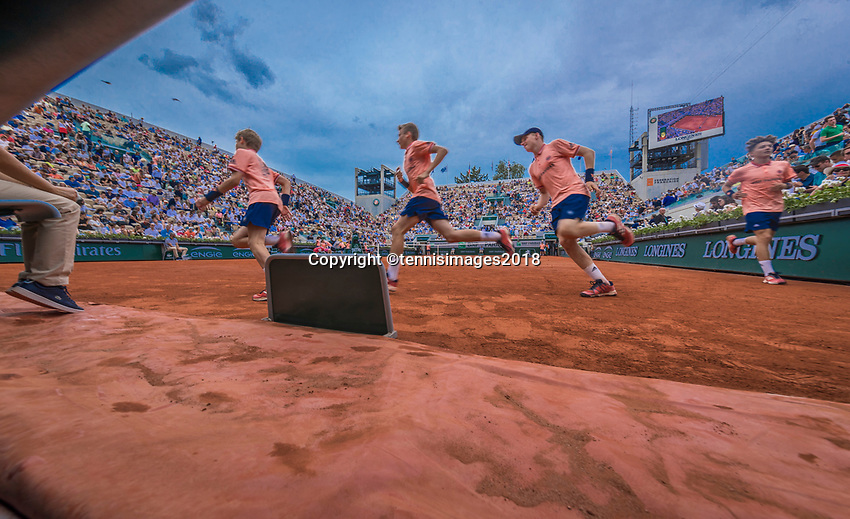 Paris, France, 28 May, 2018, Tennis, French Open, Roland Garros, Ballboys getting in position<br /> Photo: Henk Koster/tennisimages.com