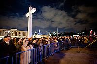 Varsavia 02/04/2012 Commemorazione nel 7° anniversario della morte di Papa Giovanni Paolo II..Migliaia di fedeli si sono riversate nel centro di Varsavia per assistere alla veglia..Photo Insidefoto / ANATOMICA PRESS/Krystian Maj.ITALY ONLY