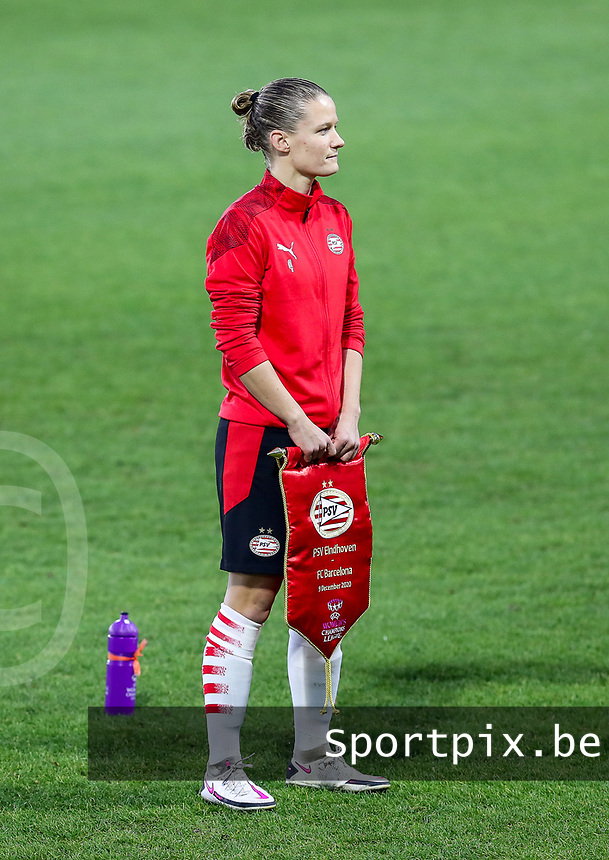 Mandy van den Berg (4 PSV)  pictured before a female soccer game between PSV Eindhoven Vrouwen and Barcelona, in the round of 32, 1st leg of Uefa Womens Champions League of the 2020 - 2021 season , Wednesday 9th of December 2020  in , Eindhoven, the Netherlands. PHOTO SPORTPIX.BE | SPP | SEVIL OKTEM