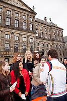 05-04-12, Netherlands, Amsterdam, Tennis, Daviscup, Netherlands-Rumania, Draw, Jean-Julien Rojer deelt handtekeningen uit voor het paleis op de Dam.