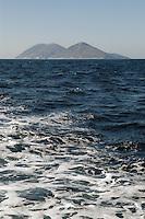 - southern coast of Albania to south of Valona, Saseno island....- costa meridionale dell'Albania a sud di Valona, isola di Saseno