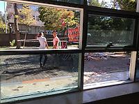 Das Amara-Kulturzentrum in der tuerkischen Grenzstadt Suruc an der Grenze zu Syrien.<br /> Am 20. Juli 2015 wurden hier 34 Menschen vermutlich von einem IS-Attentaeter bei einem Selbstmordanschlag ermordet. Der Anschlag war der Ausloeser fuer die Beendigung des Waffenstillstand zwischen der PKK und dem tuerkischen Staat.<br /> 11.10.2015, Suruc/Tuerkei<br /> Copyright: Christian-Ditsch.de<br /> [Inhaltsveraendernde Manipulation des Fotos nur nach ausdruecklicher Genehmigung des Fotografen. Vereinbarungen ueber Abtretung von Persoenlichkeitsrechten/Model Release der abgebildeten Person/Personen liegen nicht vor. NO MODEL RELEASE! Nur fuer Redaktionelle Zwecke. Don't publish without copyright Christian-Ditsch.de, Veroeffentlichung nur mit Fotografennennung, sowie gegen Honorar, MwSt. und Beleg. Konto: I N G - D i B a, IBAN DE58500105175400192269, BIC INGDDEFFXXX, Kontakt: post@christian-ditsch.de<br /> Bei der Bearbeitung der Dateiinformationen darf die Urheberkennzeichnung in den EXIF- und  IPTC-Daten nicht entfernt werden, diese sind in digitalen Medien nach §95c UrhG rechtlich geschuetzt. Der Urhebervermerk wird gemaess §13 UrhG verlangt.]