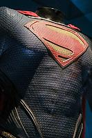 SUPERMAN, COSTUME PORTE PAR HENRY CAVILL, MAN OF STEEL 2013 - EXPOSITION DC COMICS 'L'AUBE DES SUPER-HEROS' A ART LUDIQUE-LE MUSEE, PARIS, FRANCE, LE 31/03/2017.