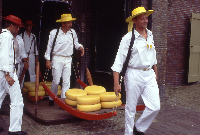 Europe, NLD, Netherlands, Province North Holland, Alkmaar, Cheesemarket, Carrier in typical traditional dress