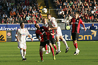 Kopfball Pirmin Schwegler (Bayer Leverkusen) gegen Michael Thurk (Eintracht Frankfurt)