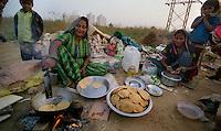Delhi / India.Scene di vita quotidiana alla periferia di Delhi. .Foto Livio Senigalliesi..Delhi / India.Scene of day life on the outskirts of New Delhi..Photo Livio Senigalliesi.