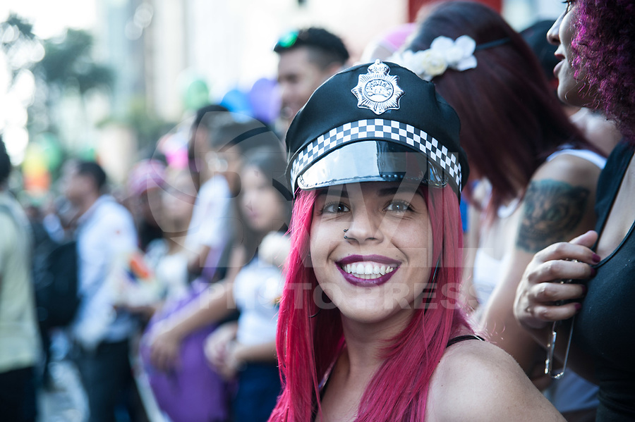 SÃO PAULO,SP, 18.06.2017 - PARADA-SP -Público durante a 21º  Parada do orgulho LGBT. Na avenida paulista em São Paulo neste domingo, 18  (Foto: Rogério Gomes/Brazil Photo Press)
