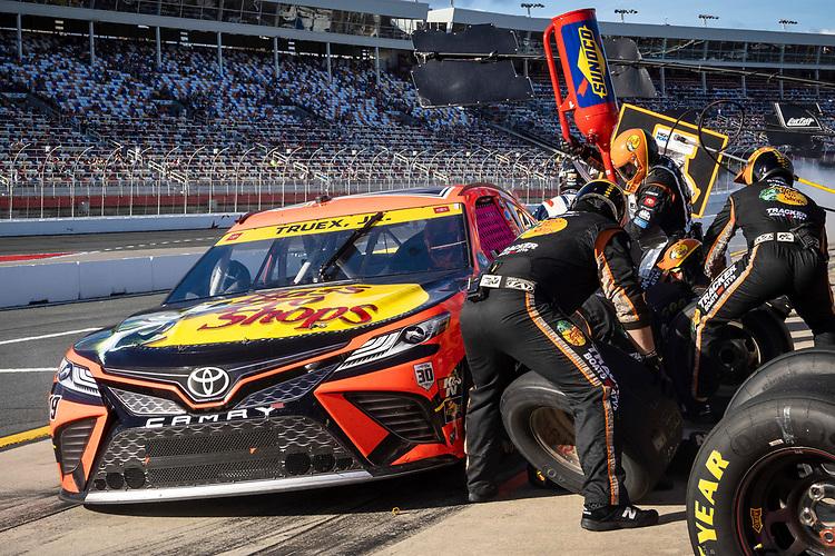 #19: Martin Truex Jr., Joe Gibbs Racing, Toyota Camry Bass Pro Shops pit stop