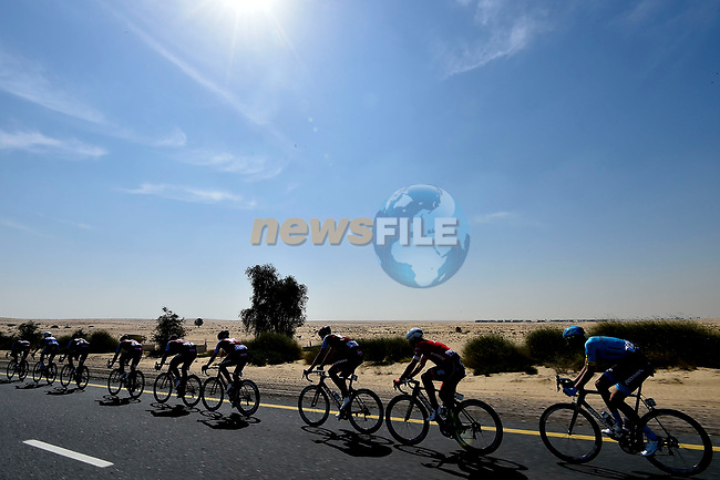 The peloton in the desert during Stage 1 The Nakheel Stage of the Dubai Tour 2018 the Dubai Tour's 5th edition, running 167km from Skydive Dubai to Palm Jumeirah, Dubai, United Arab Emirates. 6th February 2018.<br /> Picture: LaPresse/Fabio Ferrari   Cyclefile<br /> <br /> <br /> All photos usage must carry mandatory copyright credit (© Cyclefile   LaPresse/Fabio Ferrari)