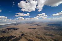 4415 / Alamogordo: AMERIKA, VEREINIGTE STAATEN VON AMERIKA, NEW MEXICO,  (AMERICA, UNITED STATES OF AMERICA), 30.04.2006: Militaerisches Uebungsgebiet, Uebungsgebiet der Bundeswehr in New Mexiko, Wueste, Cumulus, Wolken