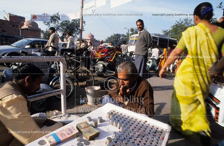 INDIA Rajasthan Jaipur, money lender and changer at street / INDIEN Jaipur, Geldwechsler Geldverleiher auf der Strasse