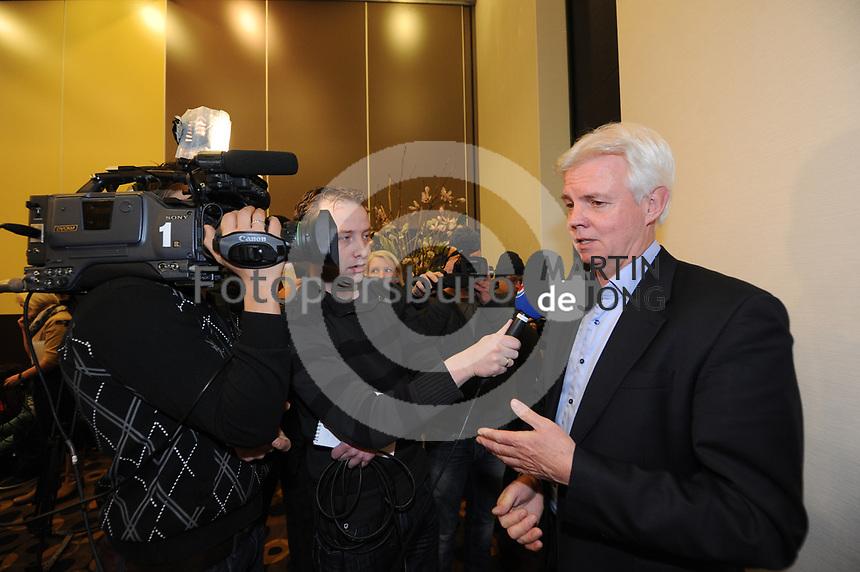 SCHAATSEN: FRIESE ELFSTEDENTOCHT: Leeuwarden, Elfstedentocht persconferentie, Elfstedenvoorzitter Wiebe Wieling, ©foto Martin de Jong
