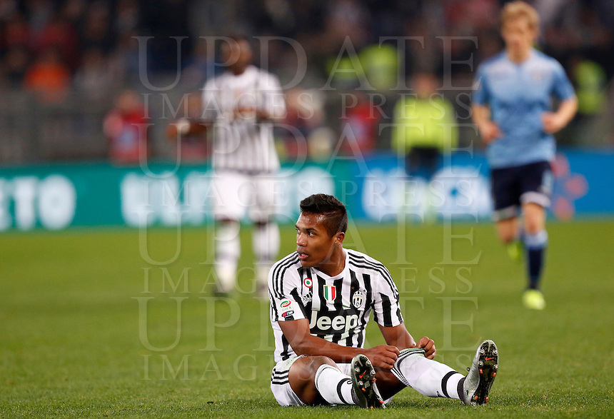 Calcio, Serie A: Lazio vs Juventus. Roma, stadio Olimpico, 4 dicembre 2015.<br /> Juventus' Alex Sandro sits on the pitch during the Italian Serie A football match between Lazio and Juventus at Rome's Olympic stadium, 4 December 2015.<br /> UPDATE IMAGES PRESS/Riccardo De Luca