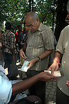 A money changer changes money with smaller dinomination notes  at a foot path in Kolkata . A money changer  charges Rs 5 to change a Rs. 100.00 note to a smaller dinominations. Kolkata, West Bengal,  India  7/18/2007.  Arindam Mukherjee/Landov