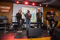 """Die Punk-Band Slime spielte am Dienstag den 27. September 2017 in der Dachlounge des Berliner Radiosender """"radio1"""". Anlass war das Erscheinen der Platte """"Hier und jetzt"""" am 29. September 2017.<br /> Im Bild vlnr.: Slime-Gitarrist Christian Mevs, radio1-Moderatorin Marion Brasch, Slime-Saenger Dirk Jora und Slime-Gitarris Michael """"Elf"""" Meyer.<br /> 27.9.2017, Berlin<br /> Copyright: Christian-Ditsch.de<br /> [Inhaltsveraendernde Manipulation des Fotos nur nach ausdruecklicher Genehmigung des Fotografen. Vereinbarungen ueber Abtretung von Persoenlichkeitsrechten/Model Release der abgebildeten Person/Personen liegen nicht vor. NO MODEL RELEASE! Nur fuer Redaktionelle Zwecke. Don't publish without copyright Christian-Ditsch.de, Veroeffentlichung nur mit Fotografennennung, sowie gegen Honorar, MwSt. und Beleg. Konto: I N G - D i B a, IBAN DE58500105175400192269, BIC INGDDEFFXXX, Kontakt: post@christian-ditsch.de<br /> Bei der Bearbeitung der Dateiinformationen darf die Urheberkennzeichnung in den EXIF- und  IPTC-Daten nicht entfernt werden, diese sind in digitalen Medien nach §95c UrhG rechtlich geschuetzt. Der Urhebervermerk wird gemaess §13 UrhG verlangt.]"""