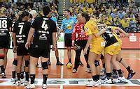 """1. Bundesliga Handball Damen - Frauen Handball BL DHB - Arena Leipzig - HC Leipzig : TSV Bayer 04 Leverkusen """"Handballelfen"""" - im Bild: fairplay spielbeginn team . Foto: Norman Rembarz..Norman Rembarz , Autorennummer 41043728 , Augustenstrt. 2, 04317 Leipzig, Tel.: 01794887569, Hypovereinsbank: BLZ: 86020086, KN: 357889472, St.Nr.: 231/261/06432 - Jegliche kommerzielle Nutzung ist honorar- und mehrwertsteuerpflichtig! Persönlichkeitsrechte sind zu wahren. Es wird keine Haftung übernommen bei Verletzung von Rechten Dritter. Autoren-Nennung gem. §13 UrhGes. wird verlangt. Weitergabe an Dritte nur nach  vorheriger Absprache.."""