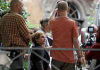 """L'attrice statunitense Julia Roberts sul set del film """"Mangia, Prega, Ama"""", a Roma, 27 agosto 2009..U.S. actress Julia Roberts is seen during the shooting of the movie """"Eat, Pray, Love"""", in downtown Rome, 27 August 2009..UPDATE IMAGES PRESS/Riccardo De Luca"""