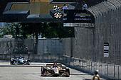 Ryan Hunter-Reay, Andretti Autosport Honda takes the checkered flag