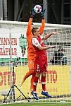 17.10.2020, Schwarzwald Stadion, Freiburg, GER, 1.FBL, SC Freiburg vs SV Werder Bremen<br /><br />im Bild / picture shows<br />Torwart Jiri Pavlenka (Bremen), Nils Petersen (Freiburg)<br /><br />Foto © nordphoto / Bratic<br /><br />DFL REGULATIONS PROHIBIT ANY USE OF PHOTOGRAPHS AS IMAGE SEQUENCES AND/OR QUASI-VIDEO.