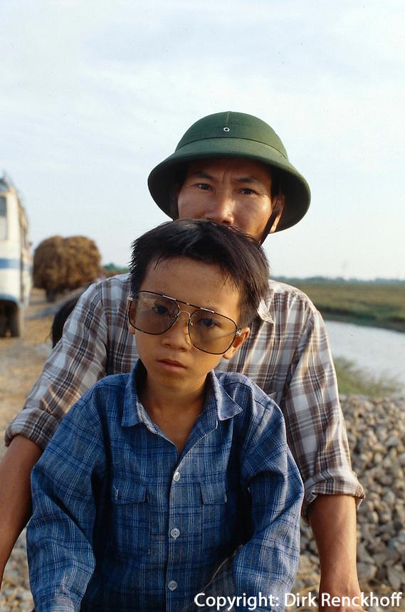 Vater und Sohn im Kim Son-Distrikt, Vietnam
