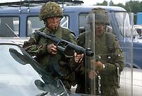 - Royal Army, soldiers with gas grenade launcher in public order service ....- Royal Army, militari con lanciagranate a gas in servizio di ordine pubblico
