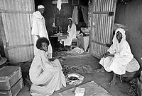 - Northern Sudan, workshop in a village in Tombos area, along the Nilo ....- Sudan settentrionale, bottega artigiana in un villaggio nella zona di Tombos, lungo il Nilo