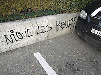 Switzerland. The Republic and Canton of Neuchâtel. Neuchâtel. Car's public parking. A graffiti on the wall with witten words: Fuck the police. 8.04.15 © 2015 Didier Ruef