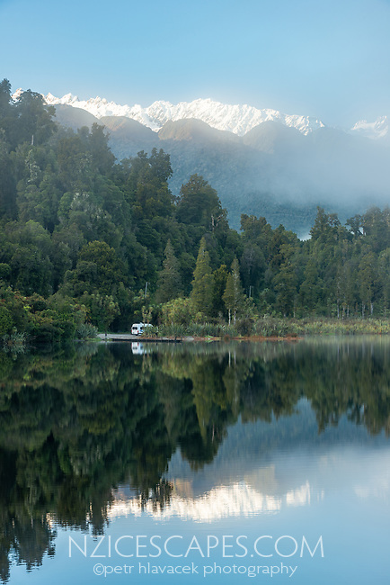 Winter morning at Lake Mapourika with campervan and mountain background, Westland Tai Poutini National Park, UNESCO World Heritage Area, West Coast, New Zealand, NZ