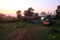 At daybreak, Hasanur's Keystone center. Hasanur village is on the border between the States of Tamil Nadu and Karnathaka. It's a stop for trucks and buses, inhabited by a thousand people strong Irula community. This region was an India-style Far West region but now wood trafficking and poaching are long gone.