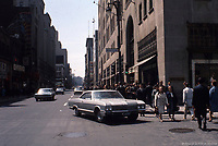 Rue Ste-Catherine<br /> <br /> a Montreal en 1965