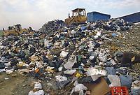- rubbish dump of city solid waste<br /> <br /> - discarica di rifiuti solidi urbani