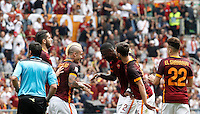 Calcio, Serie A: Roma vs ChievoVerona. Roma, stadio Olimpico, 8 maggio 2016.<br /> Roma's Radja Nainggolan, third from left, celebrates with teammates after scoring during the Italian Serie A football match between Roma and ChievoVerona at Rome's Olympic stadium, 8 May 2016.<br /> UPDATE IMAGES PRESS/Isabella Bonotto