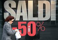 Apertura dei saldi invernali a Roma, 5 gennaio 2012..Opening of winter sales in Rome, 5 january 2012..UPDATE IMAGES PRESS/Riccardo De Luca