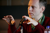 October 19 2004, Montreal (Quebec) CANADA<br /> Todd Solondz talks to the medias about his new movie PALINDROME presented at the New Cinema Festival in Montreal<br /> Photo (c) 2004) P Roussel / Images Distribution