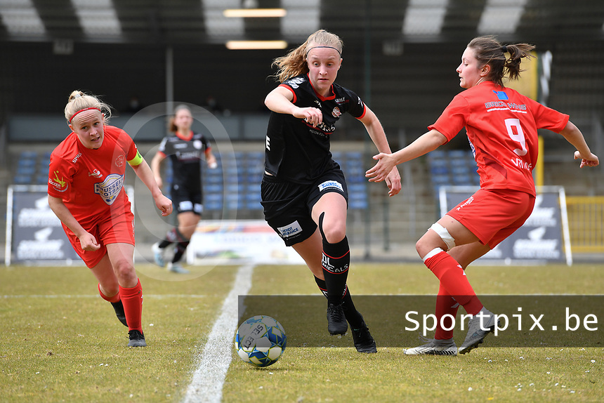 Lotte De Wilde (19) of Zulte-Waregem with Jana Simons (8) of Woluwe and Kenza Vrithof (9) of Woluwe  pictured during a female soccer game between FC Femina White Star Woluwe and SV Zulte Waregem on the fifth matchday of play off 2 in the 2020 - 2021 season of Belgian Scooore Womens Super League , Saturday 8 th of May 2021  in Woluwe , Belgium . PHOTO SPORTPIX.BE | SPP | DAVID CATRY