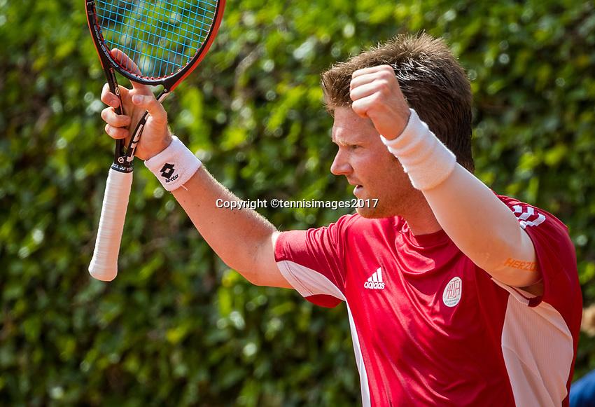 The Hague, Netherlands, 11 June, 2017, Tennis, Play-Offs Competition, Nick van der Meer celebrates, he scores for Egeria Alta.<br /> Photo: Henk Koster/tennisimages.com