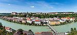 Deutschland, Oberbayern, Burghausen an der Salzach: mit Pfarrkiche St. Jakob und der laengsten Burganlage Europas (1.051 m) | Germany, Upper Bavaria, Burghausen at river Salzach: with parish church St. Jacob and the longest castle of Europe (1.051 m)