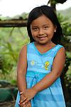 Indígenas guna / niña indígena en la comarca de Guna Yala, Panamá.