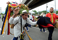 MEDELLÍN - COLOMBIA, 06-08-2015. Carlos Alvberto Grisales fue el ganador absoluto en El desfile de silleteros  evento central de la Feria de las Flores 2015 que se lleva cabo cada año en la ciudad de Medellín, Colombia. El ganador absoluto 2015 fue Carlos Alberto Grisales/ Carlos Alberto Grisales wes the overall winner at the Silleteros parade that people can enjoy on the Feria de las Flores 2015 that held every year in Medellin, Colombia.  Photo: VizzorImage/ León Monsalve /STR