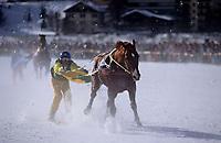 Europe/Suisse/Engadine/St-Moritz: Course de chevaux sur le lac gelé - course de Skijoring