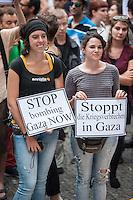 Israelis demonstrieren in Berlin  gegen Gaza-Krieg.<br /> Mehrere hundert Menschen folgtem einem Aufruf von Israelis und Juden die in Berlin leben zu einer Demonstration gegen den Krieg Israels gegen im Gaza-Streifen. An der Demonstration nahmen auch Menschen aus arabischen Laendern und Deutschland teil. Gemeinsam riefen sie Parolen gegen Israel, Antisemitismus, Antiislamismus und forderten ein sofortiges Ende des Krieges.<br /> 30.7.2014, Berlin<br /> Copyright: Christian-Ditsch.de<br /> [Inhaltsveraendernde Manipulation des Fotos nur nach ausdruecklicher Genehmigung des Fotografen. Vereinbarungen ueber Abtretung von Persoenlichkeitsrechten/Model Release der abgebildeten Person/Personen liegen nicht vor. NO MODEL RELEASE! Don't publish without copyright Christian-Ditsch.de, Veroeffentlichung nur mit Fotografennennung, sowie gegen Honorar, MwSt. und Beleg. Konto: I N G - D i B a, IBAN DE58500105175400192269, BIC INGDDEFFXXX, Kontakt: post@christian-ditsch.de<br /> Urhebervermerk wird gemaess Paragraph 13 UHG verlangt.]
