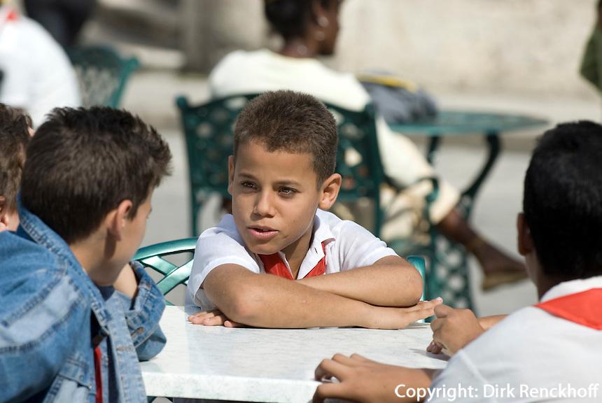 Cuba, Habana,  Plaza de la Catedral, Kinder