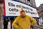 © Hughes Léglise-Bataille/Wostok Press.France, Paris.23.11.2010.Plusieurs milliers de personnes ont manifeste a Paris le 23/11/2010 contre la reforme des retraites, avec notamment Bernard Thibault (secretaire general de la CGT), Jean-Luc Melenchon (Parti de Gauche) et Benoit Hamon (Parti Socialiste)...Thousands of people demonstrated in Paris on November 23, 2010 against the pensions reform, including Bernard Thibault (leader of the CGT), Jean-Luc Melenchon (Parti de Gauche) or Benoit Hamon (Parti Socialiste).