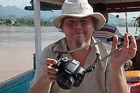 Jean-François Vibert test le Canon EOS 550D, sur le Mékong, à Luang Prabang Laos.
